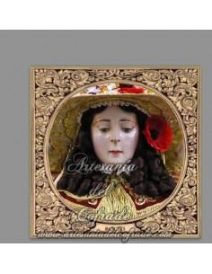 En venta esta cerámica con la Virgen del Rocio vestida de pastora