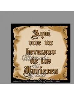 En venta esta cerámica con el texto de Aquí vive un Hermano de los Javieres