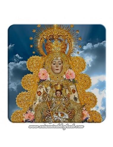 Imán cuadrado de  plastico de la Virgen del Rocio con el cielo de fondo.
