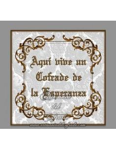 Azulejo con el texto de Aqui vive un cofrade de la Esperanza, solo disponible en nuestra tienda de Semana Santa