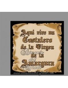 Azulejo con el texto de Aquí vive un Costalero de la Virgen de la Amargura de venta en tu Tienda de Confianza
