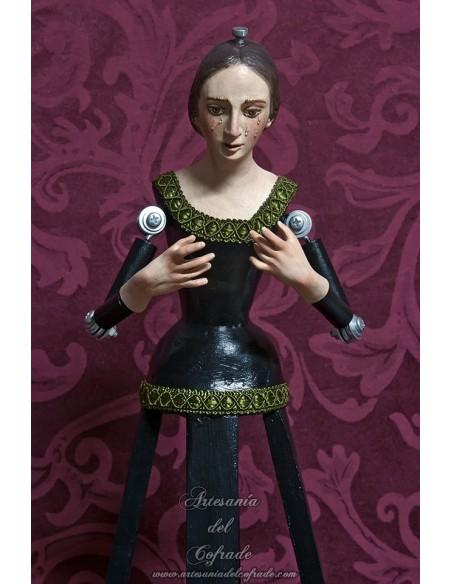 Virgen de 45 ctm realizada el busto en terracota y las manos en resina y policromada con oleos.