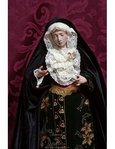 En venta esta bonita Virgen Dolorosa de 45 ctm de altura vestida solo en nuestra tienda cofrade.